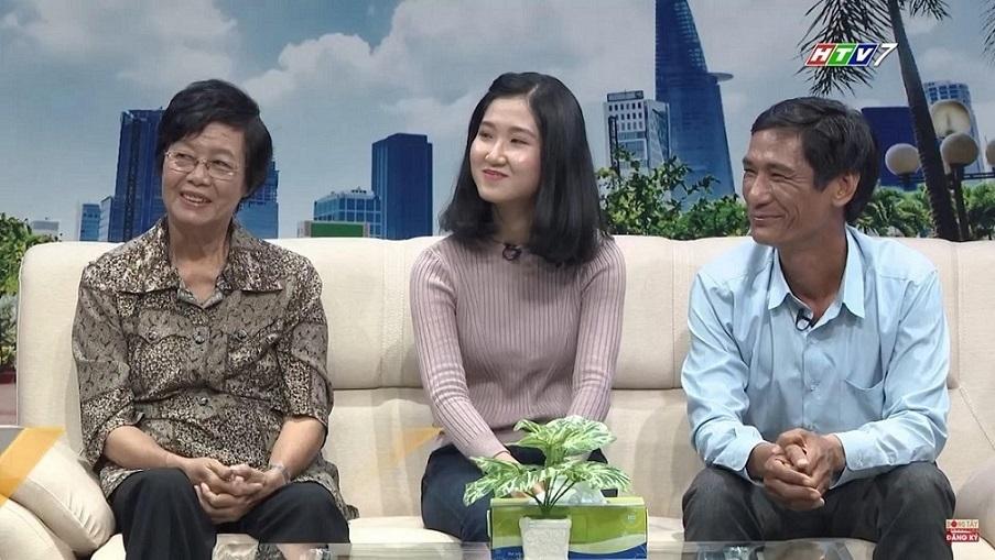 Người cha 18 năm đi học cùng con gái khiếm thính