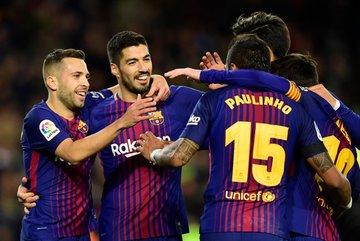 """Messi lập """"hat-trick"""" cột dọc, Barca vẫn thắng tưng bừng"""