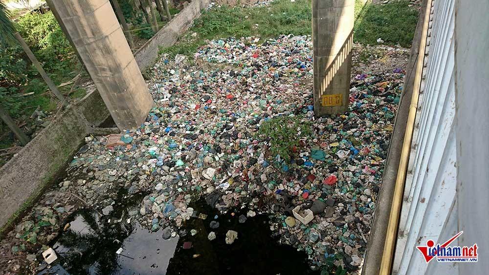 ô nhiễm,cầu Thăng Long,Hà Nội,rác thải