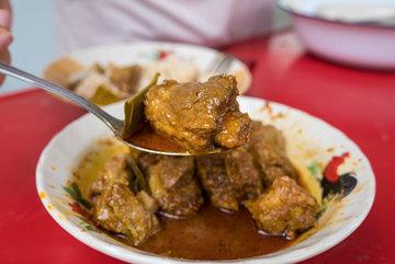 Cay tê đầu lưỡi với cà ri sườn heo kiểu Thái