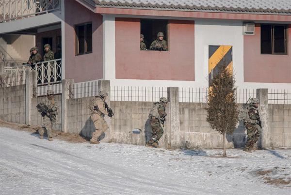 Xem Mỹ-Hàn tập trận phá hủy vũ khí Triều Tiên