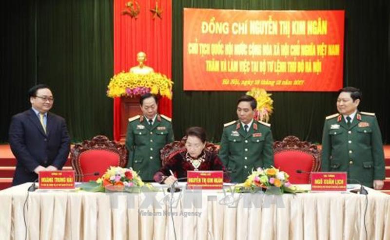 Chủ tịch QH làm việc với Bộ Tư lệnh thủ đô