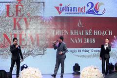 """Đăng Dương, Trọng Tấn, Việt Hoàn tặng quà """"đẳng cấp"""" cho VietNamNet"""