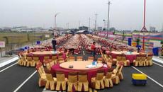 Đôi trẻ Đài Loan bày 575 mâm cỗ giữa đường đãi khách