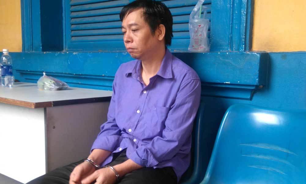 Gã tâm thần giết cha mẹ vợ ngơ ngẩn trước tòa