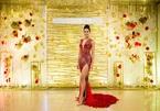 Nguyễn Thị Loan diện váy xẻ trên hở dưới cực sexy