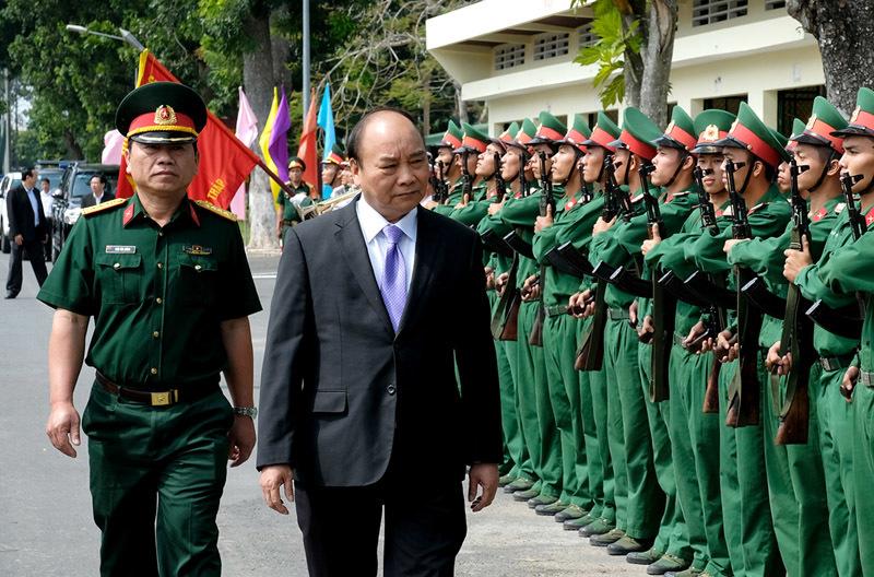 Thủ tướng thăm Bộ chỉ huy quân sự tỉnh Đồng Tháp