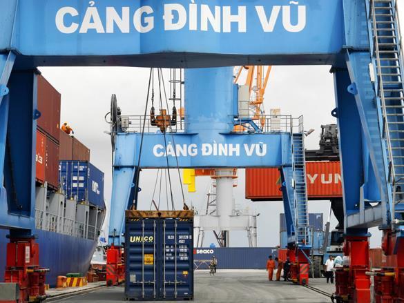 Chỉ 1-2 phút xong thủ tục lấy hàng ở cảng: Giảm thời gian, bớt tốn kém