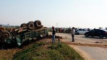 Thanh Hóa: Xe tải đối đầu xe con, 1 người chết