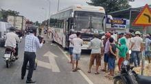 Ô tô mất lái tông 4 người thương vong ở Bình Thuận