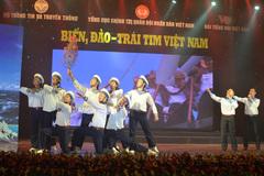 Xúc động và hào hùng chương trình nghệ thuật 'Biển, đảo - Trái tim Việt Nam'