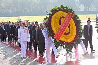 Tổng bí thư Lào vào Lăng viếng Chủ tịch Hồ Chí Minh
