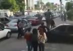 Lấn vạch sang đường của người đi bộ, ô tô, xe máy bị 'dằn mặt' sâu cay