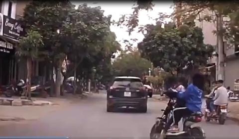 Trẻ em đi xe đạp điện - Những mối lo hiện hữu