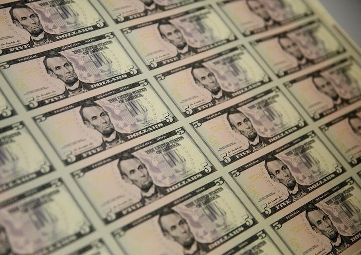 Tỷ giá ngoại tệ ngày 23/12: Đua cùng vàng, USD tăng giá