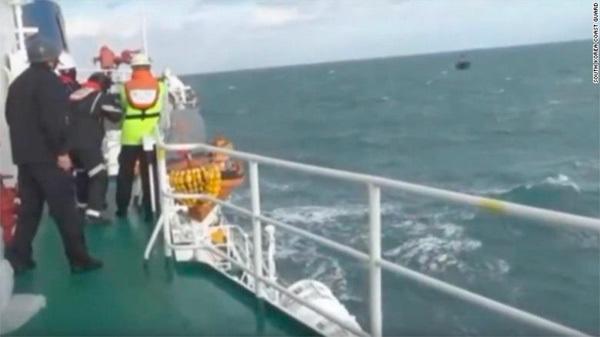 Cảnh sát Hàn bắn hàng trăm phát đạn đuổi tàu cá Trung Quốc