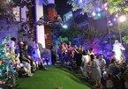 Clip fan chen lấn chụp ảnh Noel tại biệt thự 3 triệu đô của Đàm Vĩnh Hưng