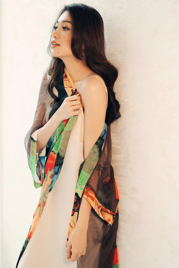 Vẻ gợi cảm quá đỗi của nàng Á hậu trong trang phục váy ngủ
