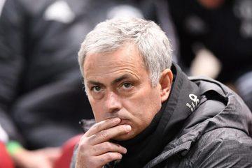 Mourinho nổi giận vì học trò chơi bạc nhược