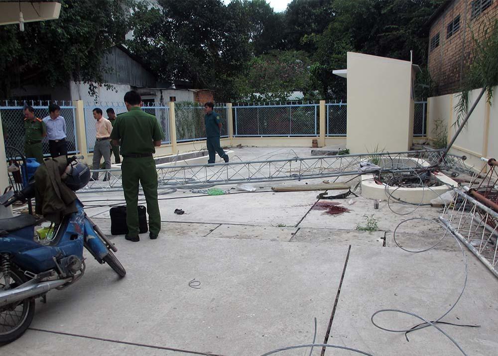 Trụ ăng ten đài truyền thanh đổ sập, 1 người chết