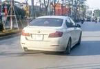 Chủ xe BMW 520i tiền tỷ thản nhiên chạy lốp xẹp lép trên phố Hà Nội
