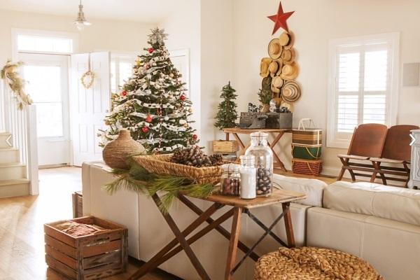 Modern Christmas tree decoration