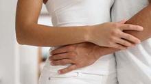 Bạn tình điều trị HIV, quan hệ không an toàn có lây bệnh?