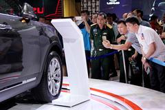 Mùa Tết: Ô tô bất ngờ tăng giá, 'cò' đòi ăn chênh 200 triệu