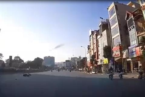 Dân mạng hú hồn với 'nữ Ninja SH' sang đường