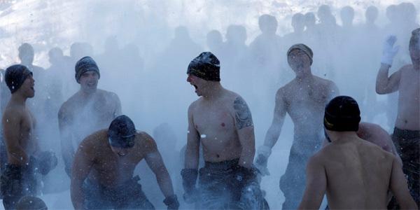 Xem lính Mỹ, Hàn cởi trần tập luyện giữa giá rét căm căm