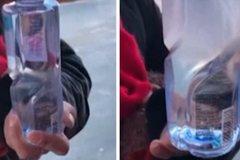 Chai nước lập tức đóng băng trong cái lạnh -20 độ C
