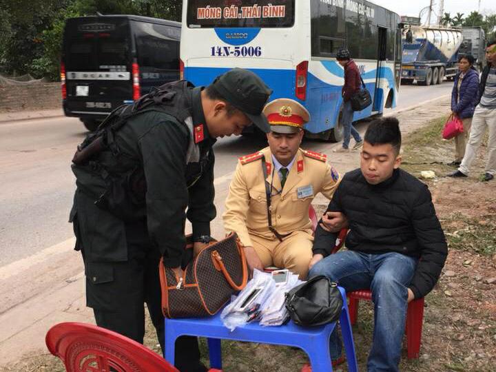 Thu giữ cả nghìn điện thoại lậu trên đường tuồn về thành phố