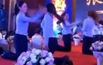 Clip nhân viên nữ Trung Quốc tát nhau trong tiệc cuối năm gây phẫn nộ