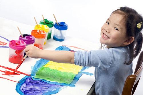 Giúp cha mẹ hiểu nội tâm con qua hoạt động vẽ tranh