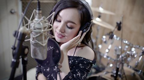 Hà Vân hát Người tình mùa đông tiếng Nhật