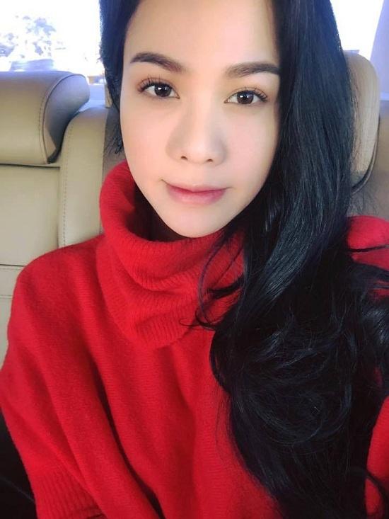MC Anh Tuấn khoe ảnh hạnh phúc bên vợ xinh đẹp kém 14 tuổi