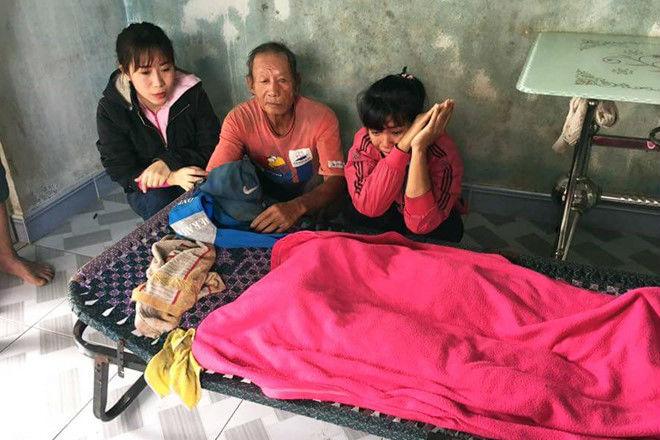 Ba đứa trẻ chết đuối dưới ao nước sau nhà