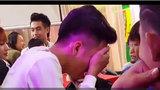 Thanh niên ôm mặt khóc sướt mướt khi... dự đám cưới người yêu cũ