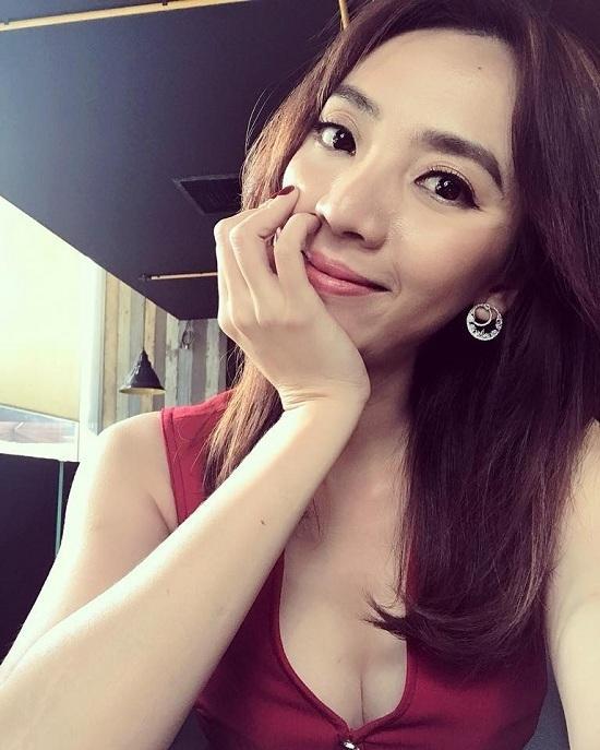 Diễn viên Bảo Thanh khoe xe mới tiền tỷ