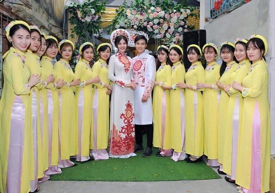 Lễ đính hôn giản dị của Chúng Huyền Thanh với bạn trai soái ca