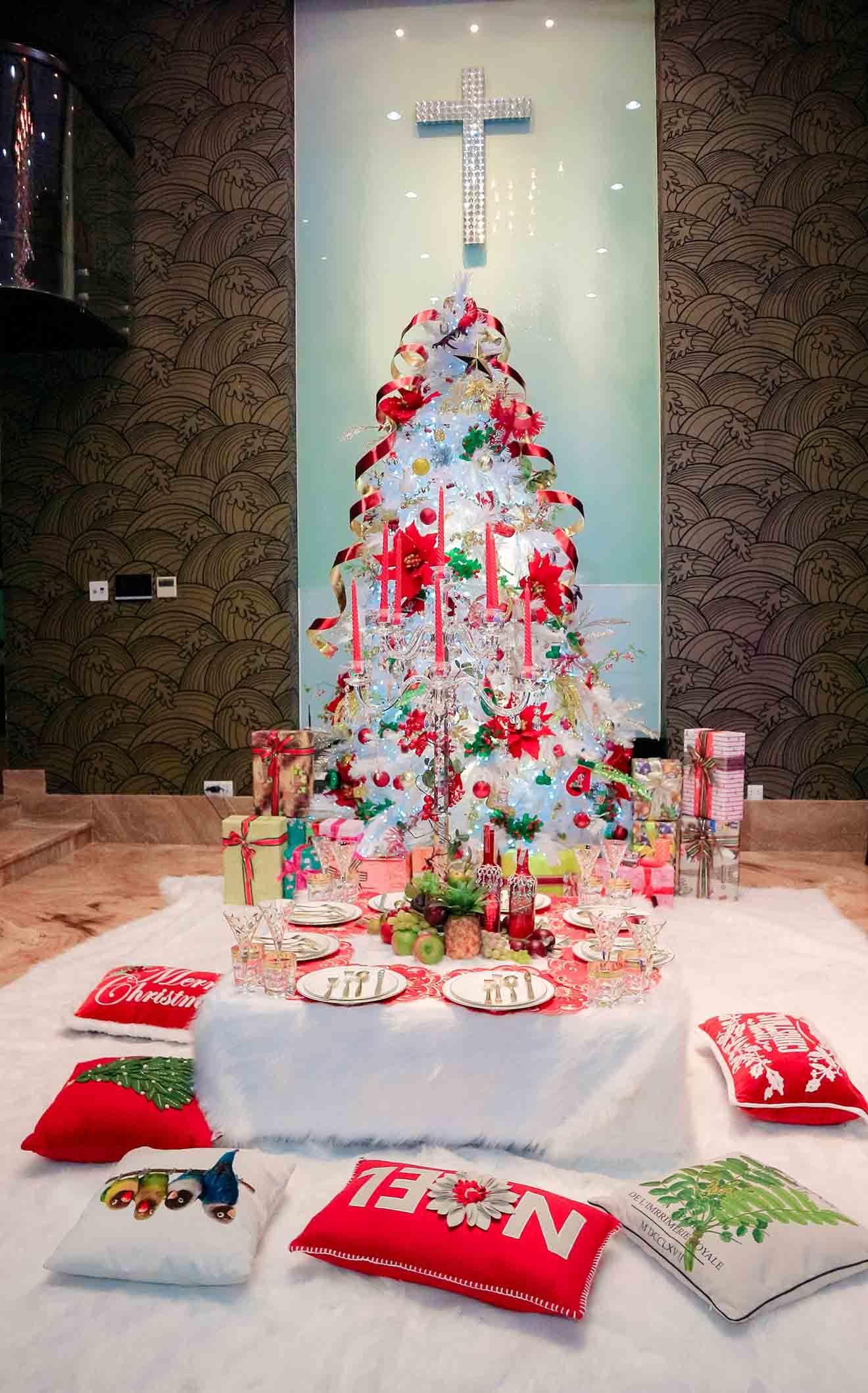 Cận cảnh không gian Giáng sinh hơn 1 tỷ đồng tại biệt thự 3 triệu đô của Mr. Đàm