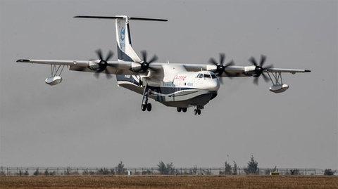 Máy bay lưỡng cư lớn nhất thế giới lần đầu tiên cất cánh