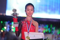 """Trần Khánh Linh: Thiên thần trượt băng và cú """"áp phe"""" bạc tỷ"""