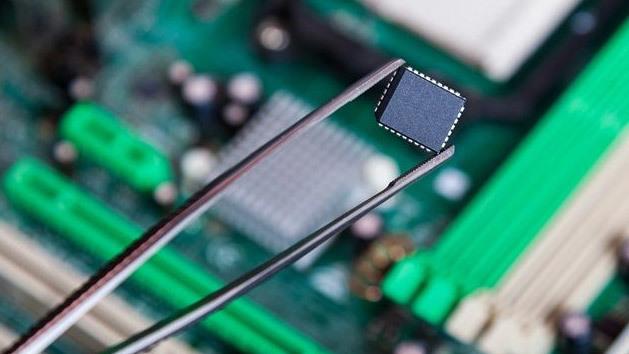 Google chiêu dụ kỹ sư Apple về giúp chế chip di động