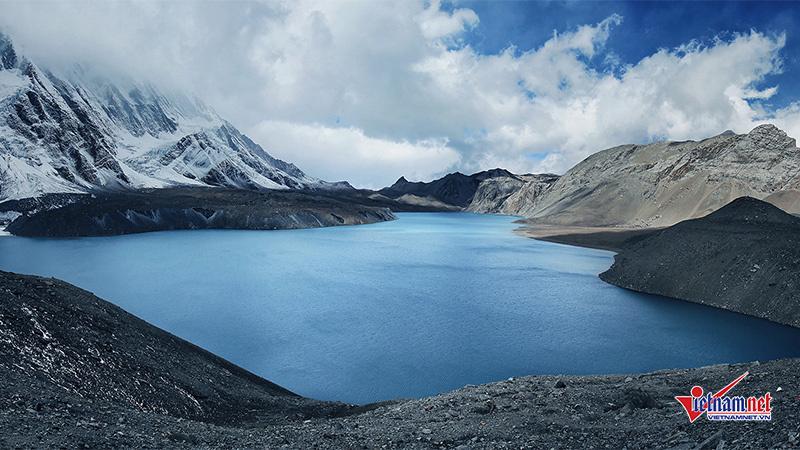 Cung đường 'nghẹt thở' đến hồ tự nhiên huyền bí, cao nhất thế giới