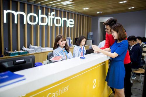 Ưu đãi lớn, MobiFone 'cháy hàng' iPhone X