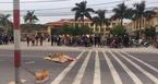 Va chạm xe tải, học sinh lớp 2 tử vong trước cổng trường