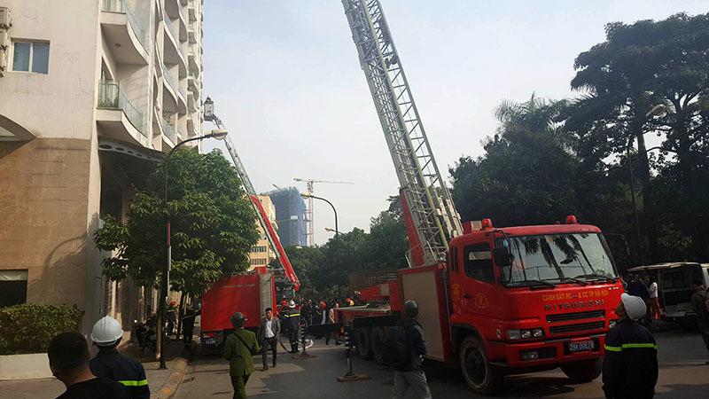 Cảnh xám xịt trong penhouse tòa nhà bị cháy ở đường Hoàng Hoa Thám