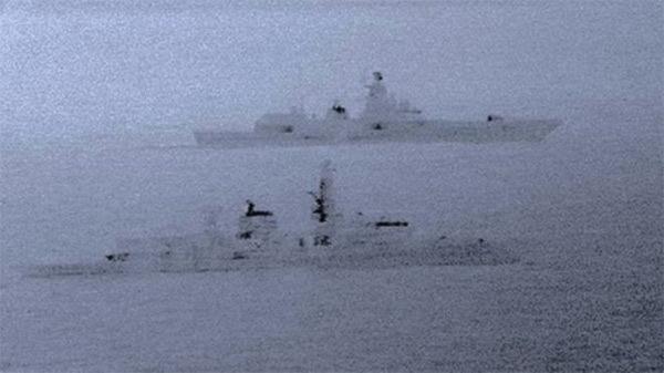 Chiến hạm Nga bị Anh điều tàu áp tải