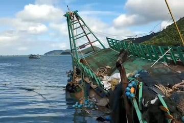 Bão số 16: Nhiều tàu cá ở Côn Đảo bị sóng đánh vỡ, thiệt hại tiền tỉ